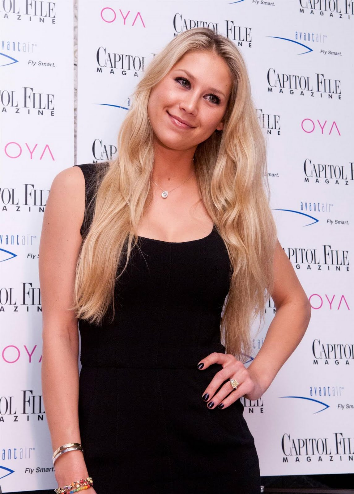 Fresh Look Anna Kournikova Hairstyles 03
