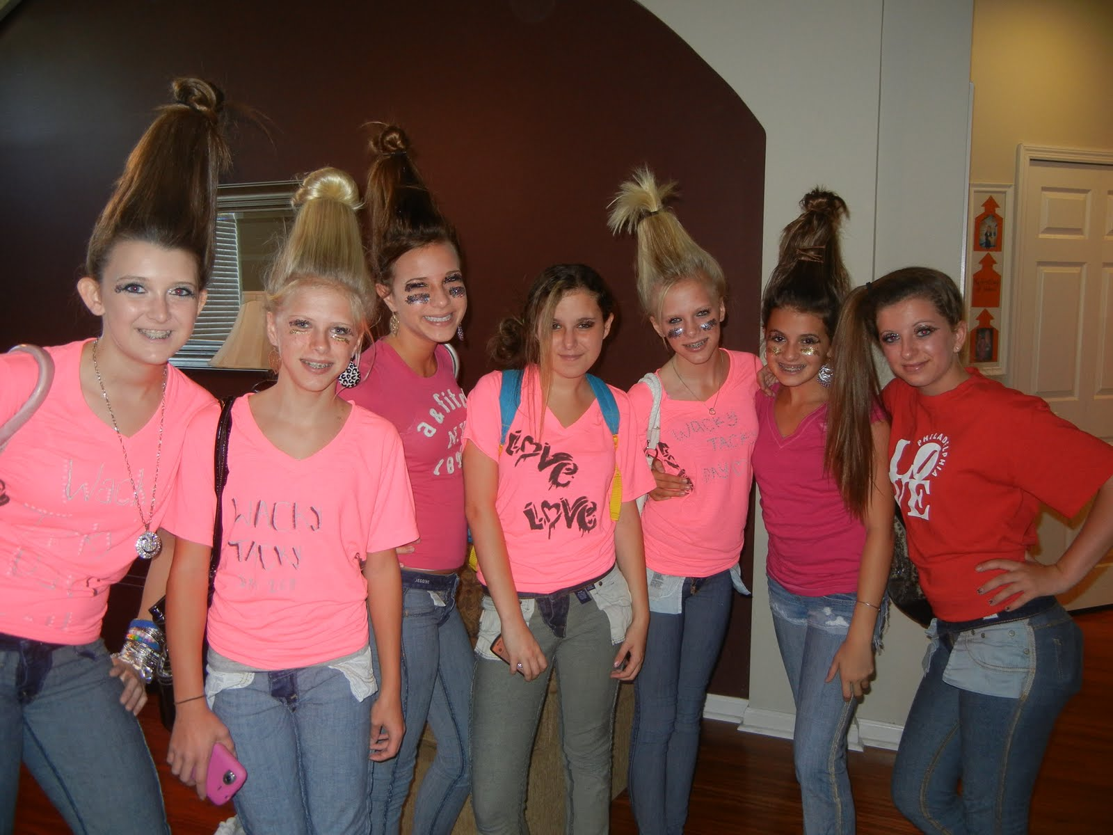 Tacky Day Hair Ideas http://hinderakerfamilyfun.blogspot.com/2011/10/homecoming-week-wacky-tacky-day.html