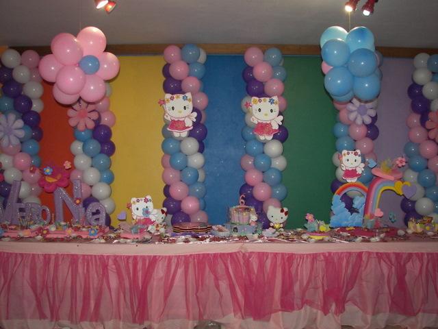 Decoracion Hello Kitty Fiestas Infantiles ~ Si prefieres el uso de telas, aqu? tienes una sugerencia