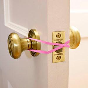 truco para que no se cierre la puerta