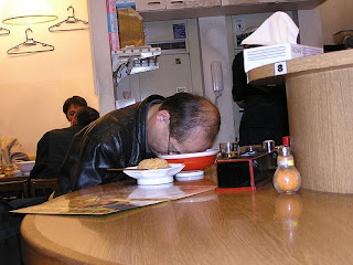 funny picture Chinese man fall asleep on a plate