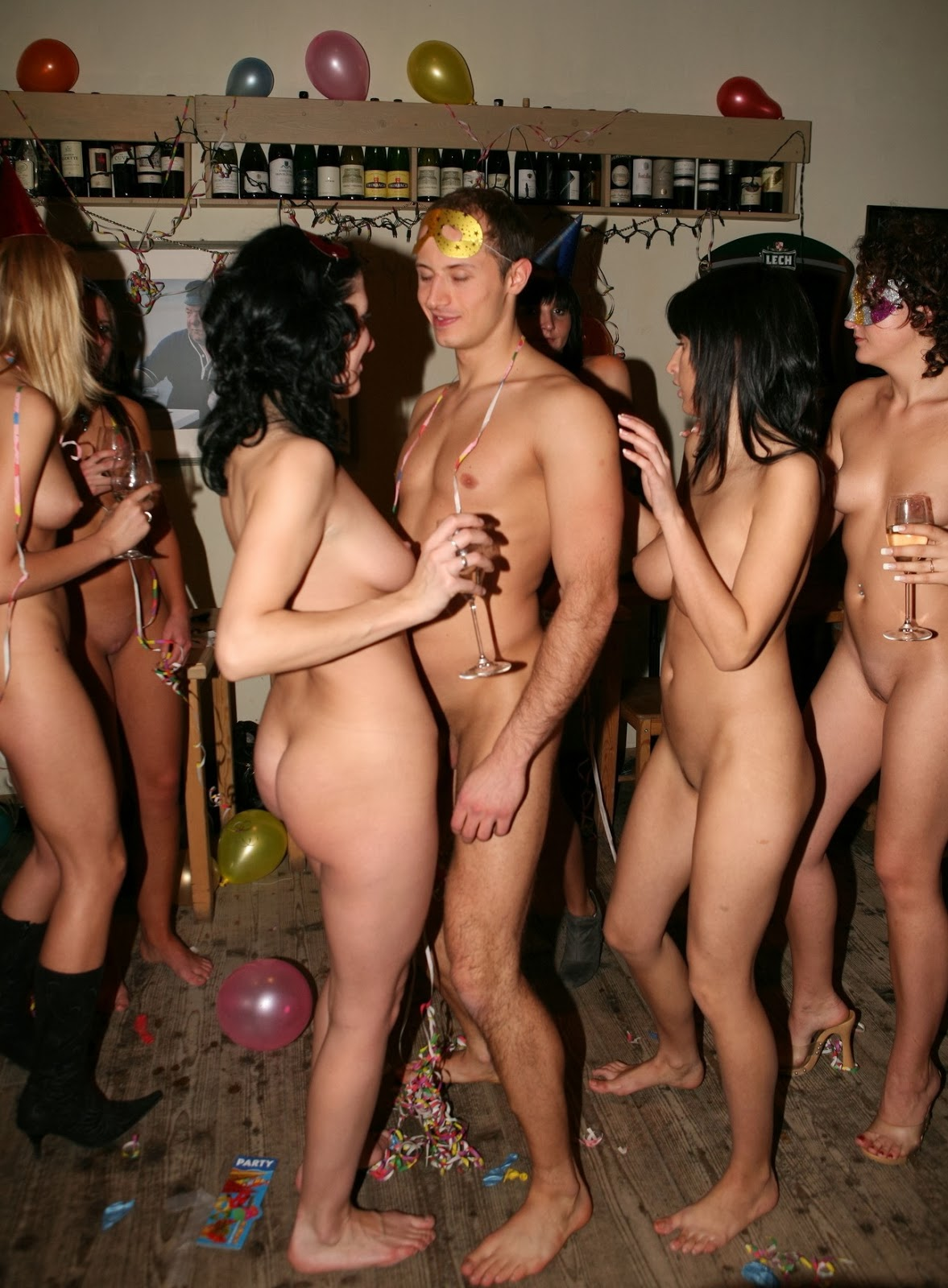 Wanna nude party