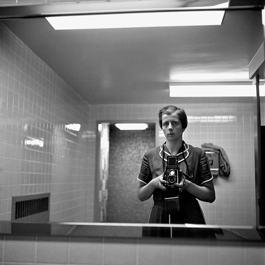 Shooting film interesting self portraits of vivian maier for Bathroom portraits