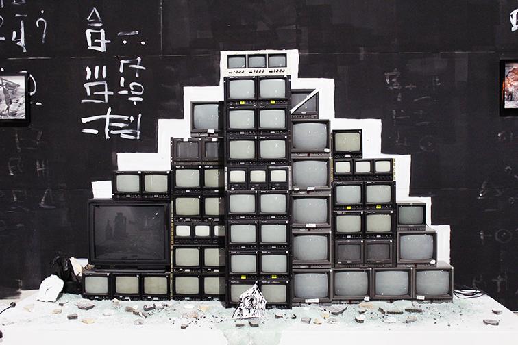 Herakut solo exhibition at Miami Art Basel 2014 at Mana Wynwood, TV Pyramid
