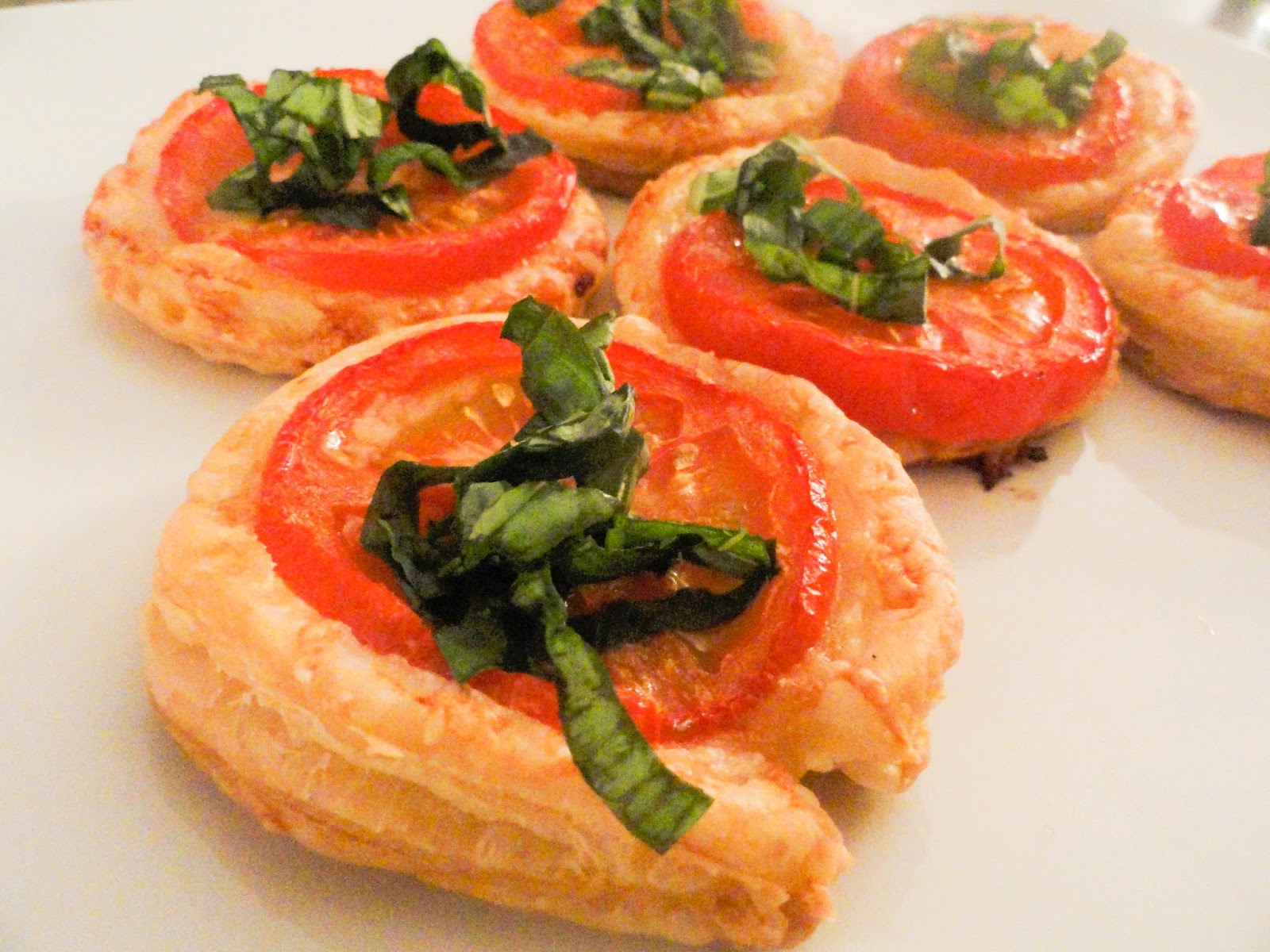 Gruyere and Tomato Tartlets | pizza and champagne