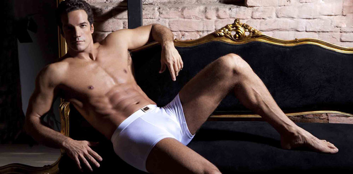 Carlos Machado posou de cueca para a nova campanha da Jog Underwear