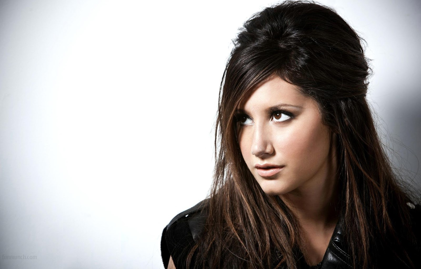 Ashley Tisdale simple images showing her sexyness