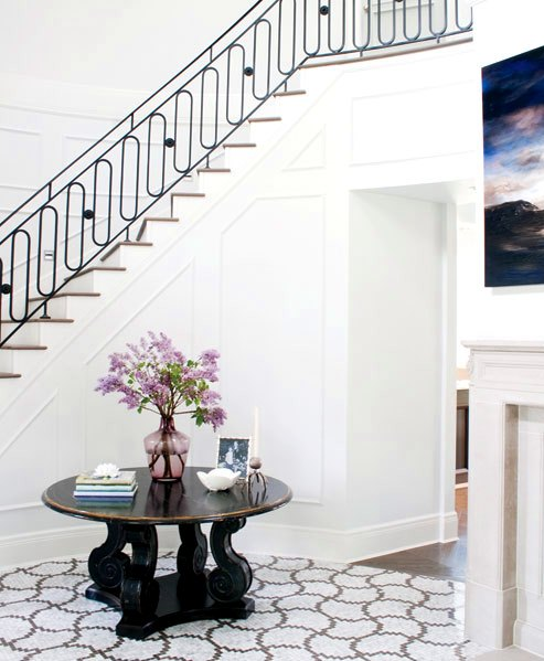 The Peak Of Tr 232 S Chic A Focal In The Foyer