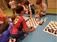schaakvoetbal-wedstrijd, foto Ab Scheel