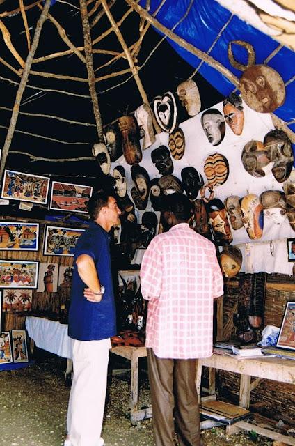 Vendedor en el Lago Rosa en Senegal (2003)