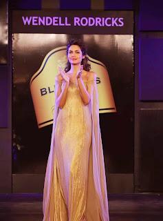 7 Esha Gupta in Golden Gown at Blenders Pride Event.jpg