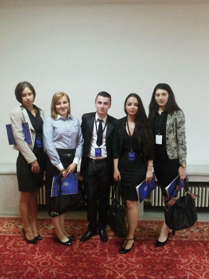 Consilierul stagiar Leon Bordea, alături de alte colege în cadrul Programului Intership 2014...