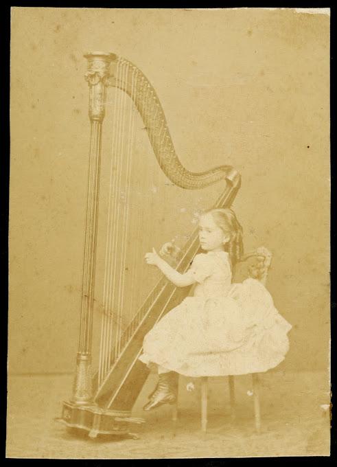 FOTO DE ESMERALDA CERVANTES, ARPISTA ESPAÑOLA QUE VISITO NUENOS AIRES EN 1875 Y 1881