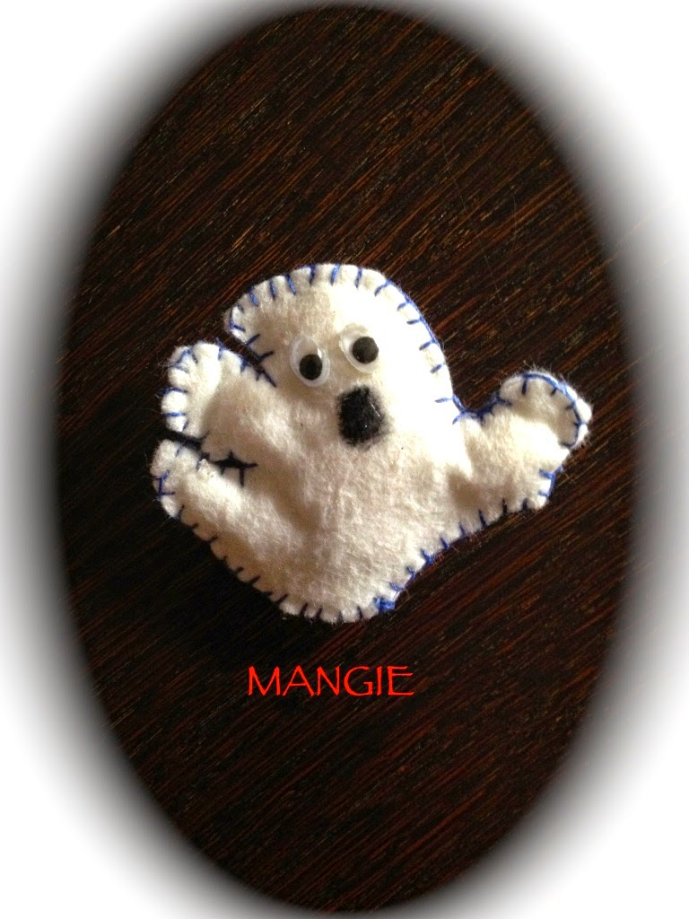 Broche fantasma fieltro