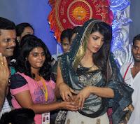 Priyanka Chopra visits Andheri Cha Raja for aarti