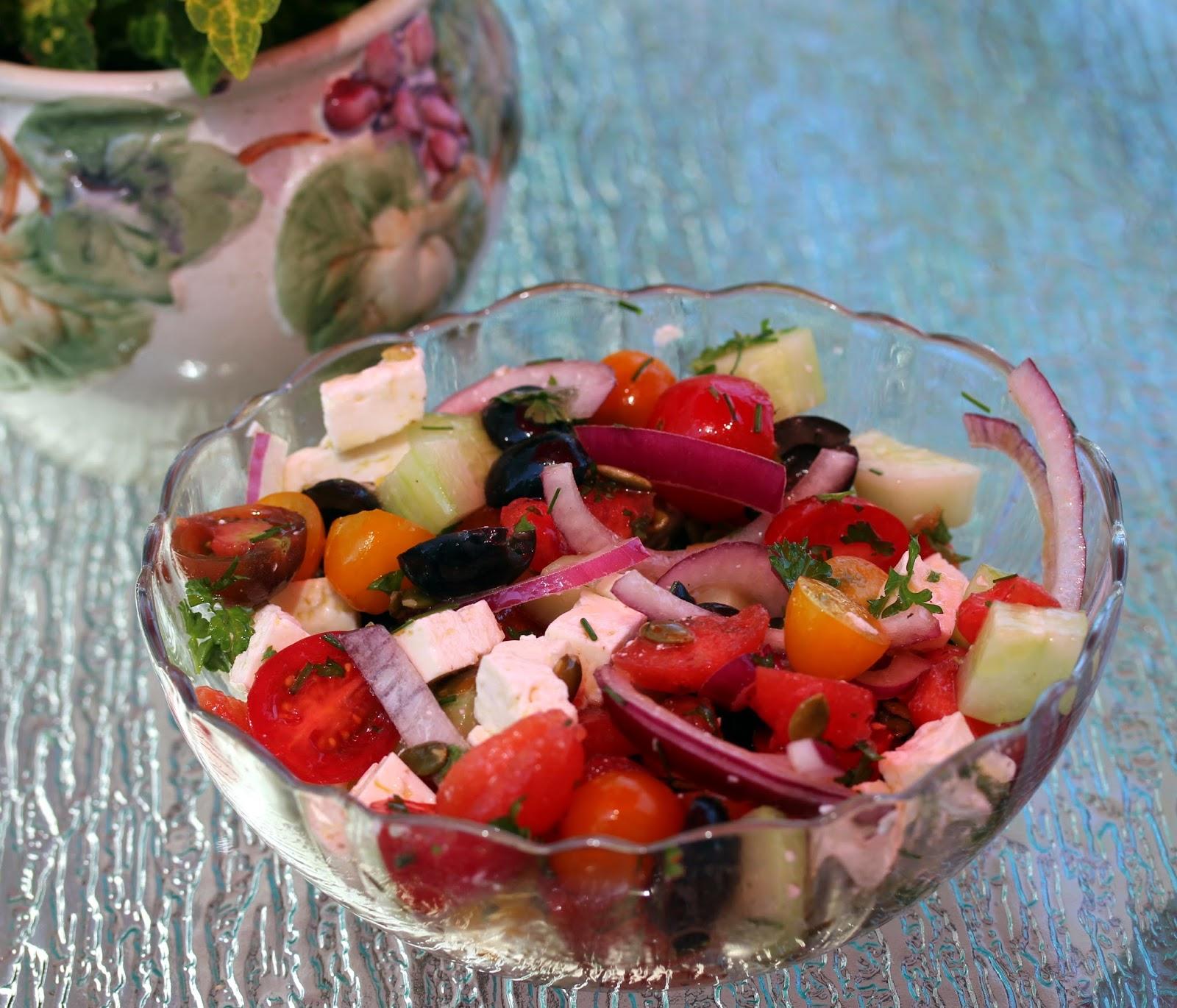 Au gr du march salade de tomates de past que et de feta - Salade de pasteque ...