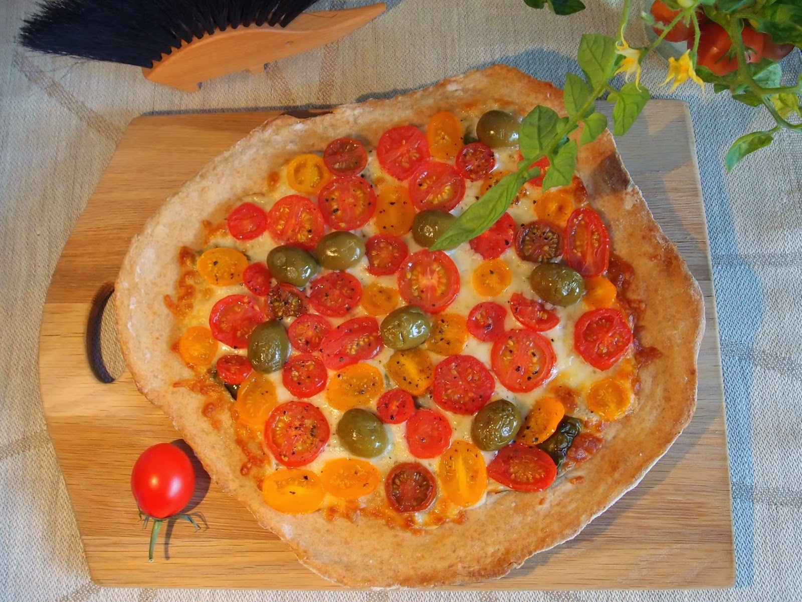 the veghog tomato and olive spelt crust pizza. Black Bedroom Furniture Sets. Home Design Ideas