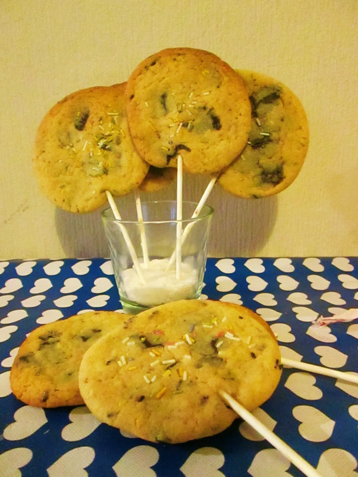 http://themessykitchenuk.blogspot.co.uk/2013/11/cookie-pops.html