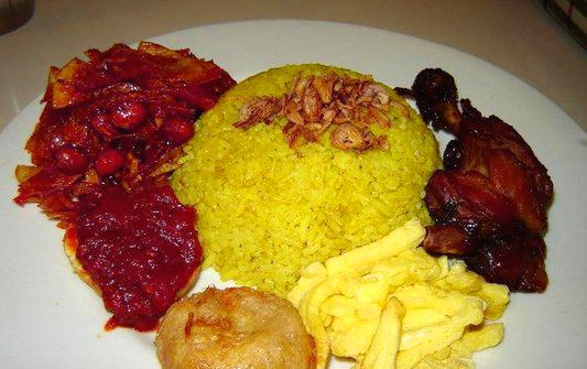 Resep Ayam Panggang Bumbu Bali dengan Nasi Kuning