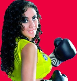 Nancy Castelo con guantes de box