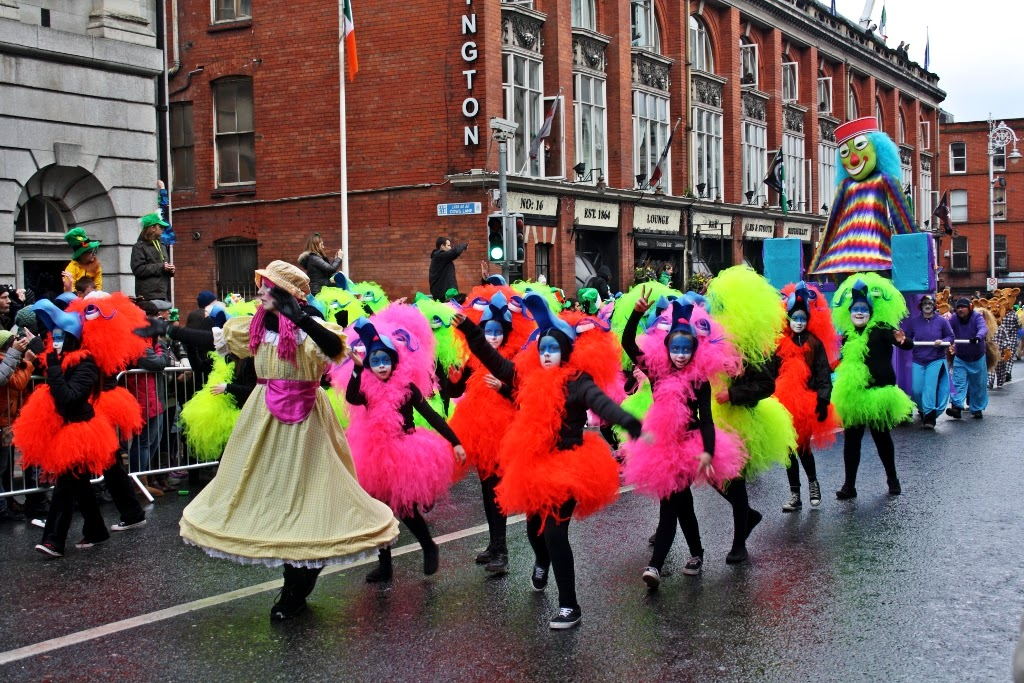 st-st patrick-saint patrick: Happy St Patick's Day  Dancers In Colorful St Patrick's Parade In Dublin 2013