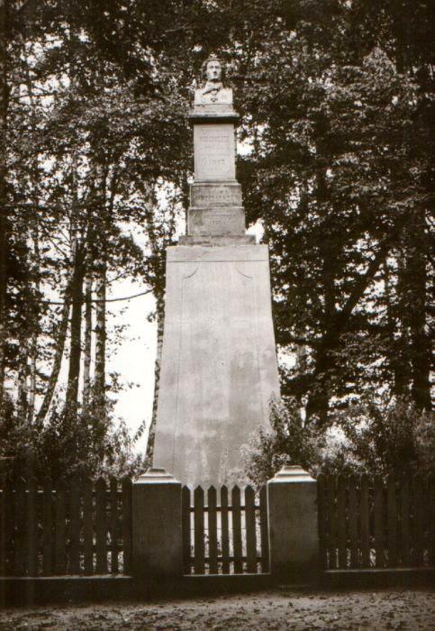 Stan pomnika Kościuszki w latach 1952-89 wg popularnej pocztówki. Ze zbiorów autora.