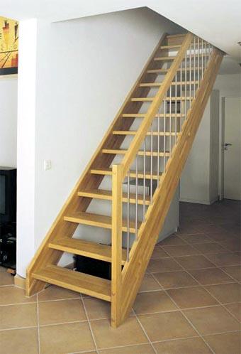 Casas prefabricadas romy escaleras for Escaleras de madera sencillas
