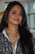 Anushka latest glamorous photos-thumbnail-18