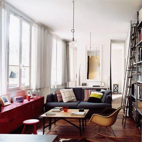Eames Schaukelstuhl plus solide IKEA-Einrichtung in Form von PS Schrank und Sofa