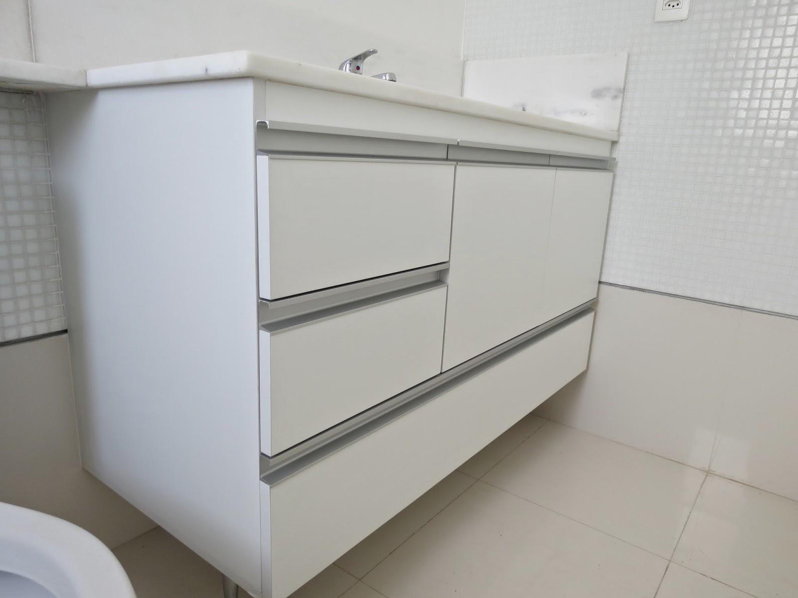 Armário para Banheiro (Padrão Branco) Portas em 18mm Puxadores  #595144 1600x1200 Armario Banheiro Aluminio