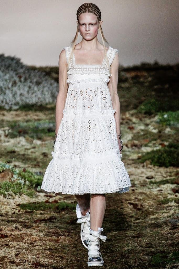 Alexander McQueen Paris Fashion Week Otoño Invierno 2014-2015 5