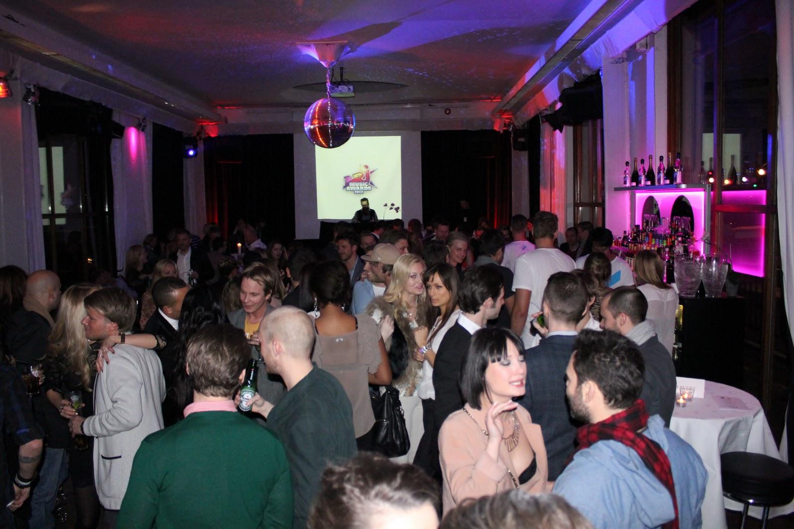 http://1.bp.blogspot.com/-CW86Cyjk-M8/Txs7K1JhcoI/AAAAAAAAS3M/Iye3OAGbxO8/s1600/Masse+folk+NRJ+Music+Awards.jpg
