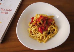 Passatelli allo zafferano in salsa di peperoni, melanzane e olive