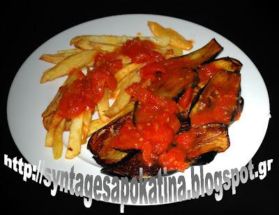 μελιτζάνες τηγανητές με πατάτες και σάλτσα από φρέσκια ντομάτα http://syntagesapokatina.blogspot.gr