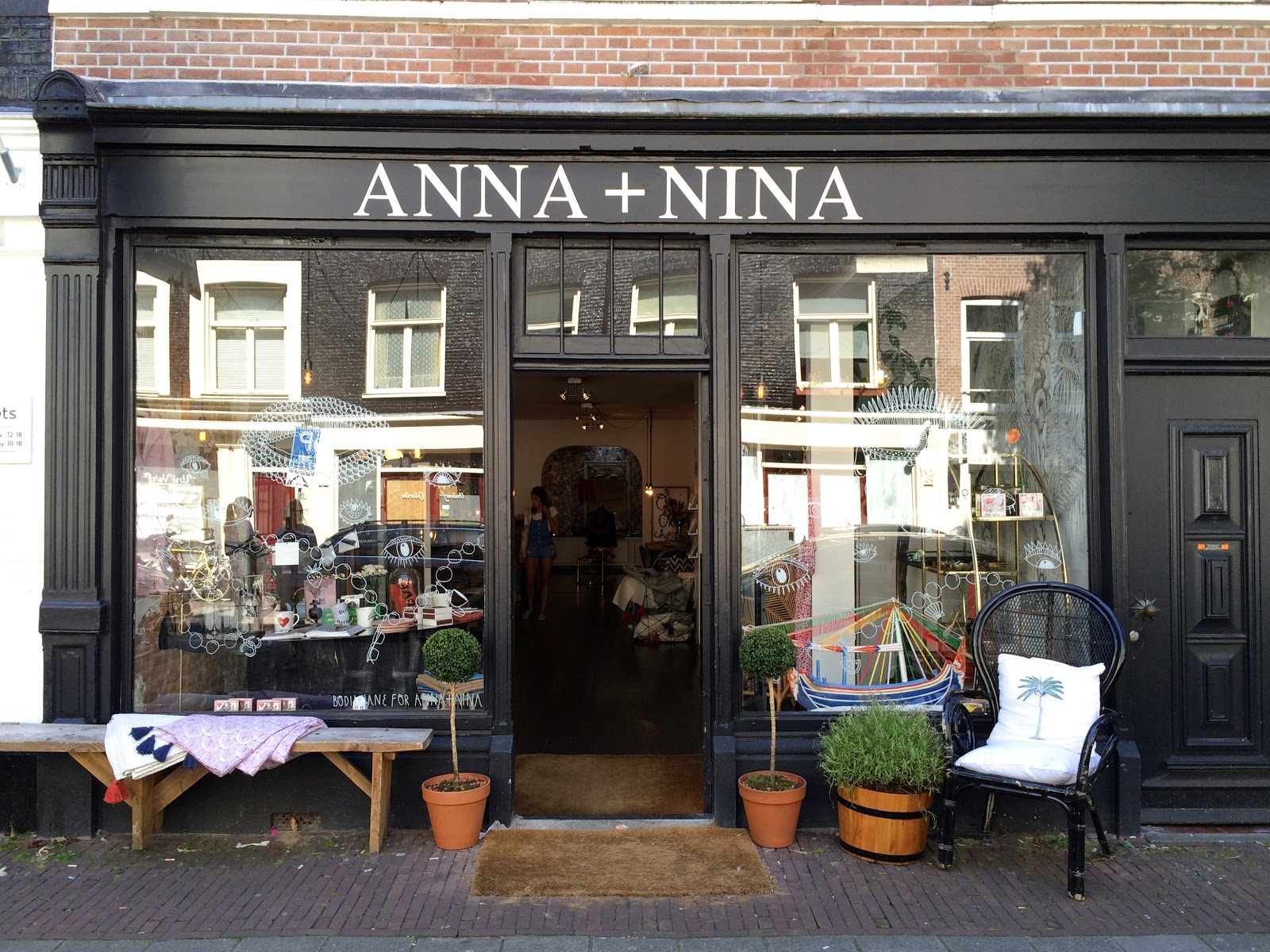 Anna + Nina - shopping for gifts