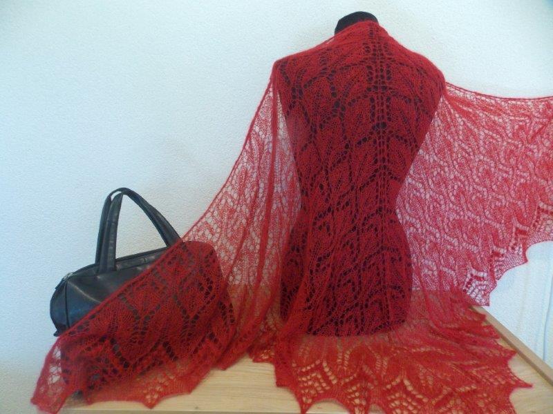 TE KOOP: rode sjaal 105 x 2.10 cm