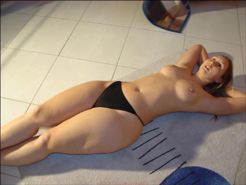 фото голая девушка с узкой талией