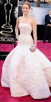 Дженифър Лоурънс с разкошна рокля без презрамки на Оскари 2013