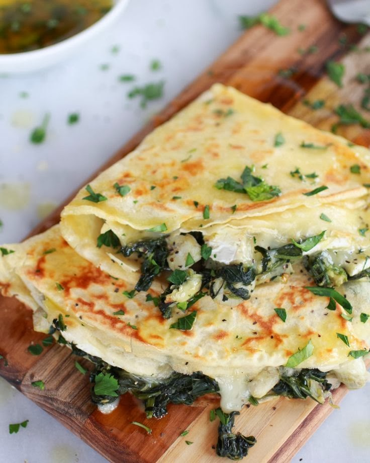 crepes con carciofi, brie e spinaci / spinach artichoke and brie crepes