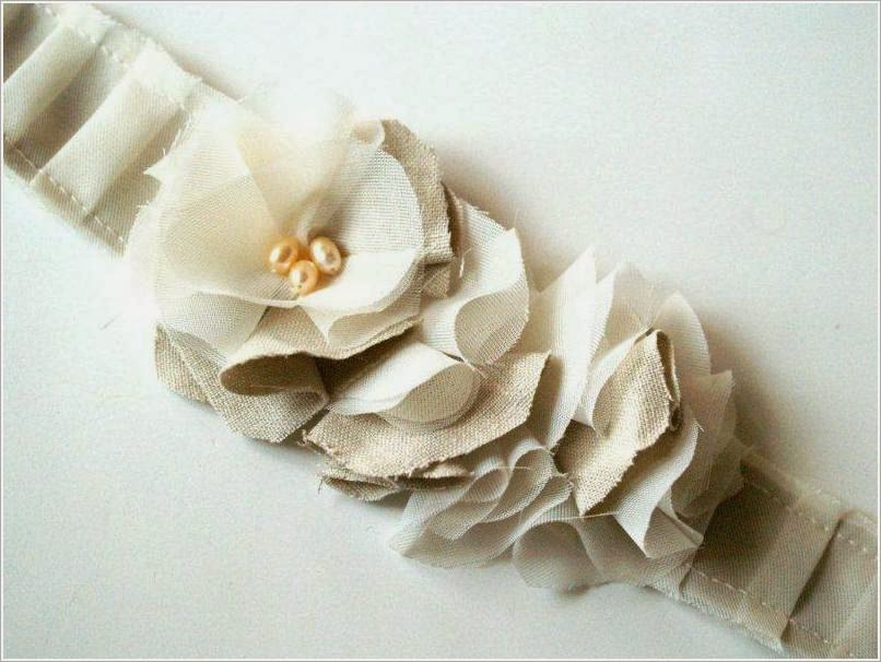 Bandage-hair bands, with flowers.
