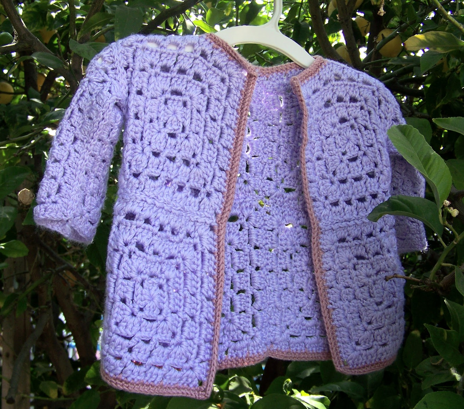Crochet Granny Square Sweater Pattern : Mis 2 Manos: Made by My Hands: Granny Square Baby Sweater ...
