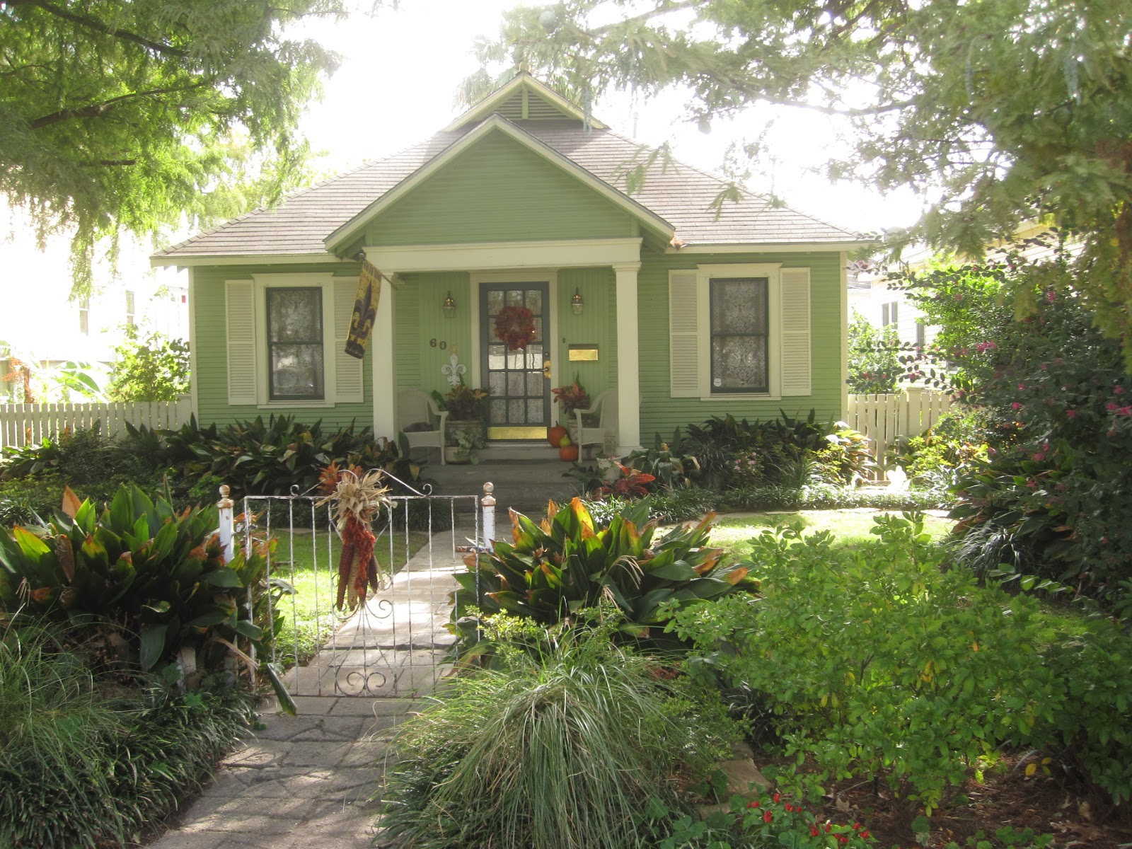 the other houston more beautiful bungalow paint colors