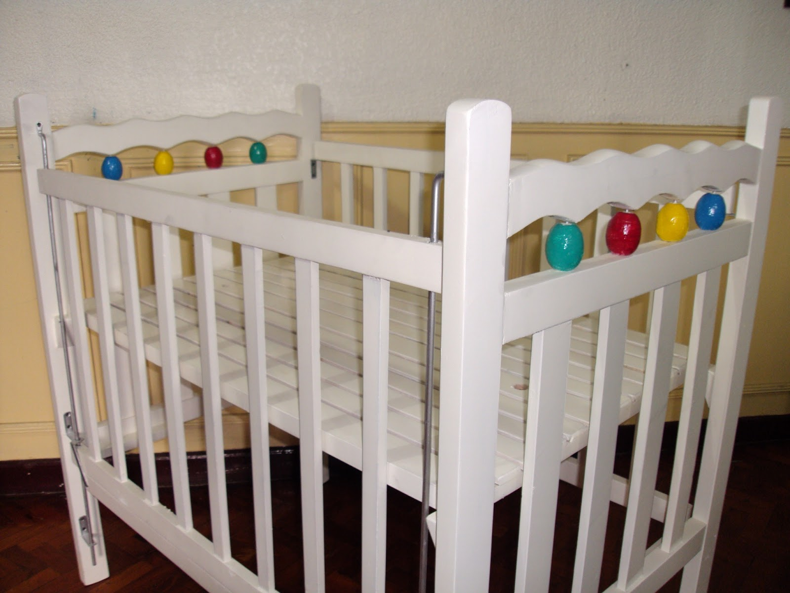 Photos of maypajo white painted frame and sta cruz unpainted frame cribs