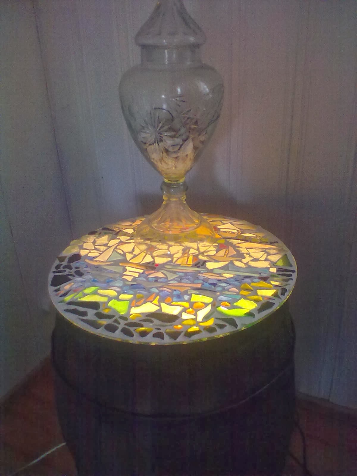 Mosaiikkityöni ja vanha tynnyri