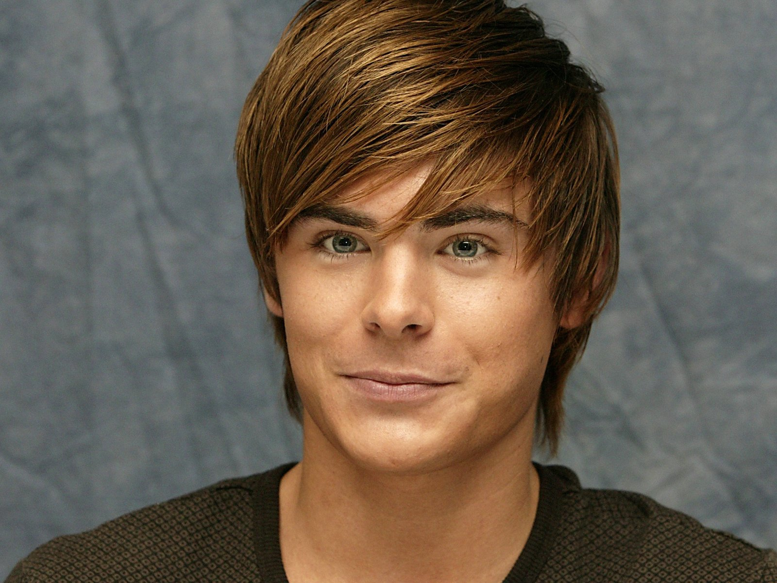 http://1.bp.blogspot.com/-CY8On8uVqpk/T5r1bQk49II/AAAAAAAAAbs/B2r8efL8h9Q/s1600/Zac+Efron+Wallpapers+5.jpg