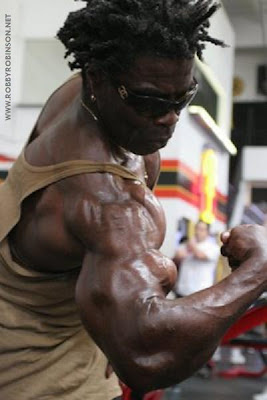 ROBBY ROBINSON - BICEPS PEAKS AT 61 GOLD'S GYM VENICE, CA 2007 ●www.robbyrobinson.net/motivation.php●