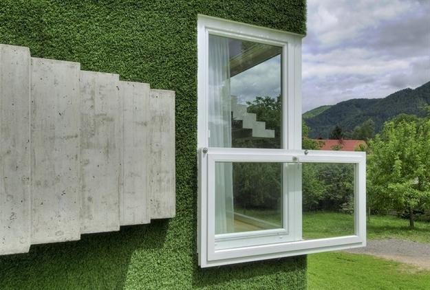 في النمسا واحد من أغرب المنازل التي شيدت وتم تغطيتها بالعشب الأخضر Grass-Covered-House-in-Frohnleiten-by-ORTIS-GmbH-11