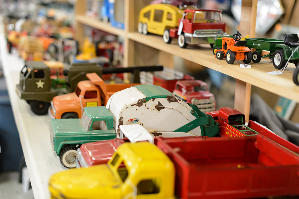 Vintage toys at Sugarloaf Mountain Region AACA Swap Meet