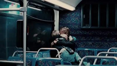 Cindy e Dean no ônibus