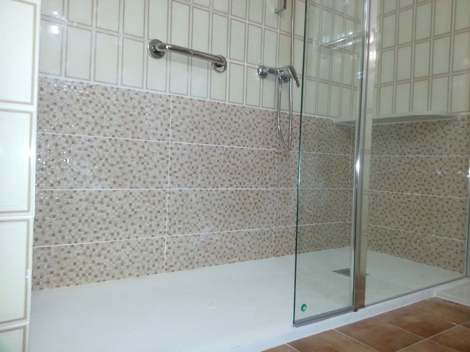 Ba era por ducha sin obra fontaneros econ micos en ja n - Cambio de banera por plato de ducha sin obras ...